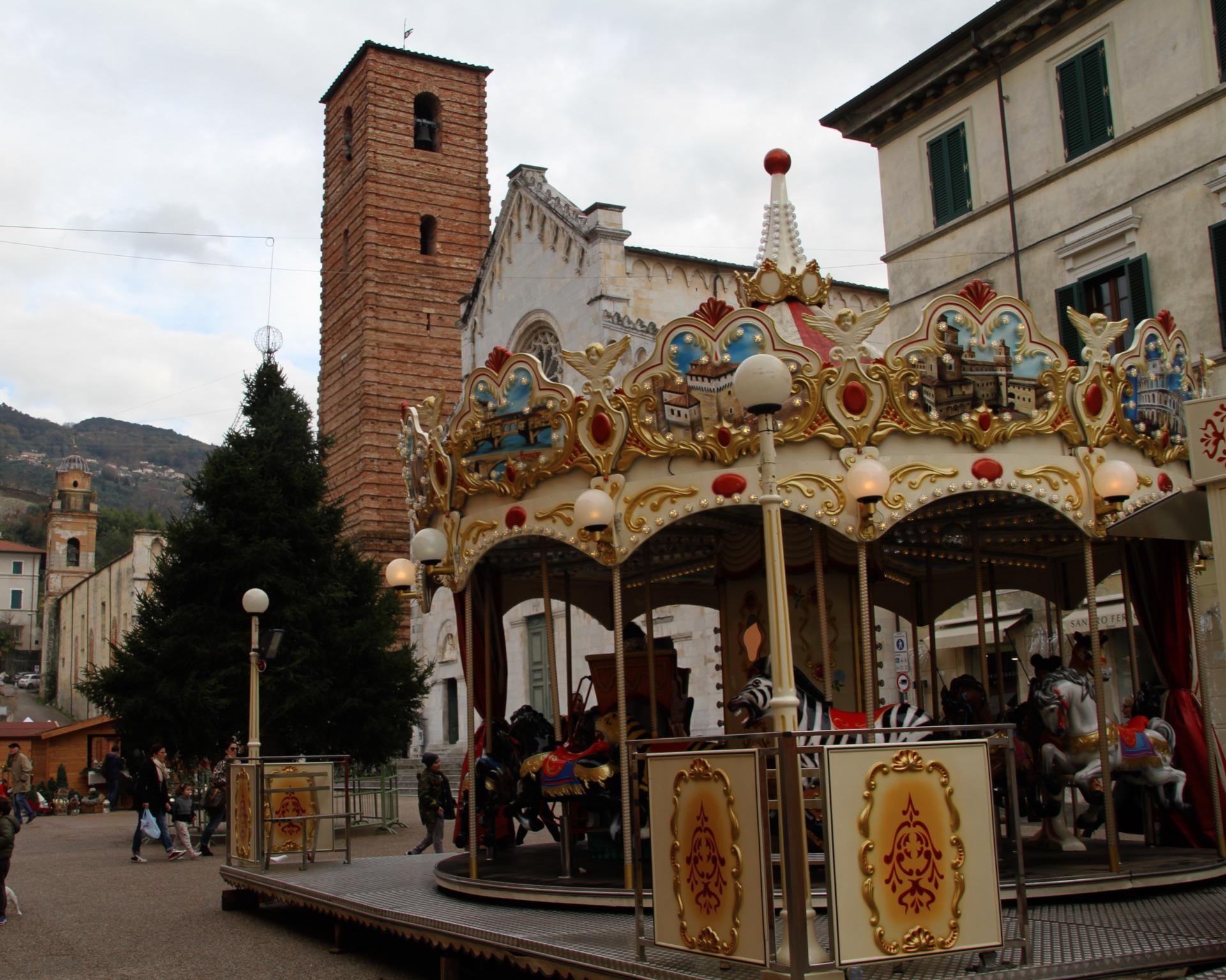 pietrasanta the land of christmas la giostra antica