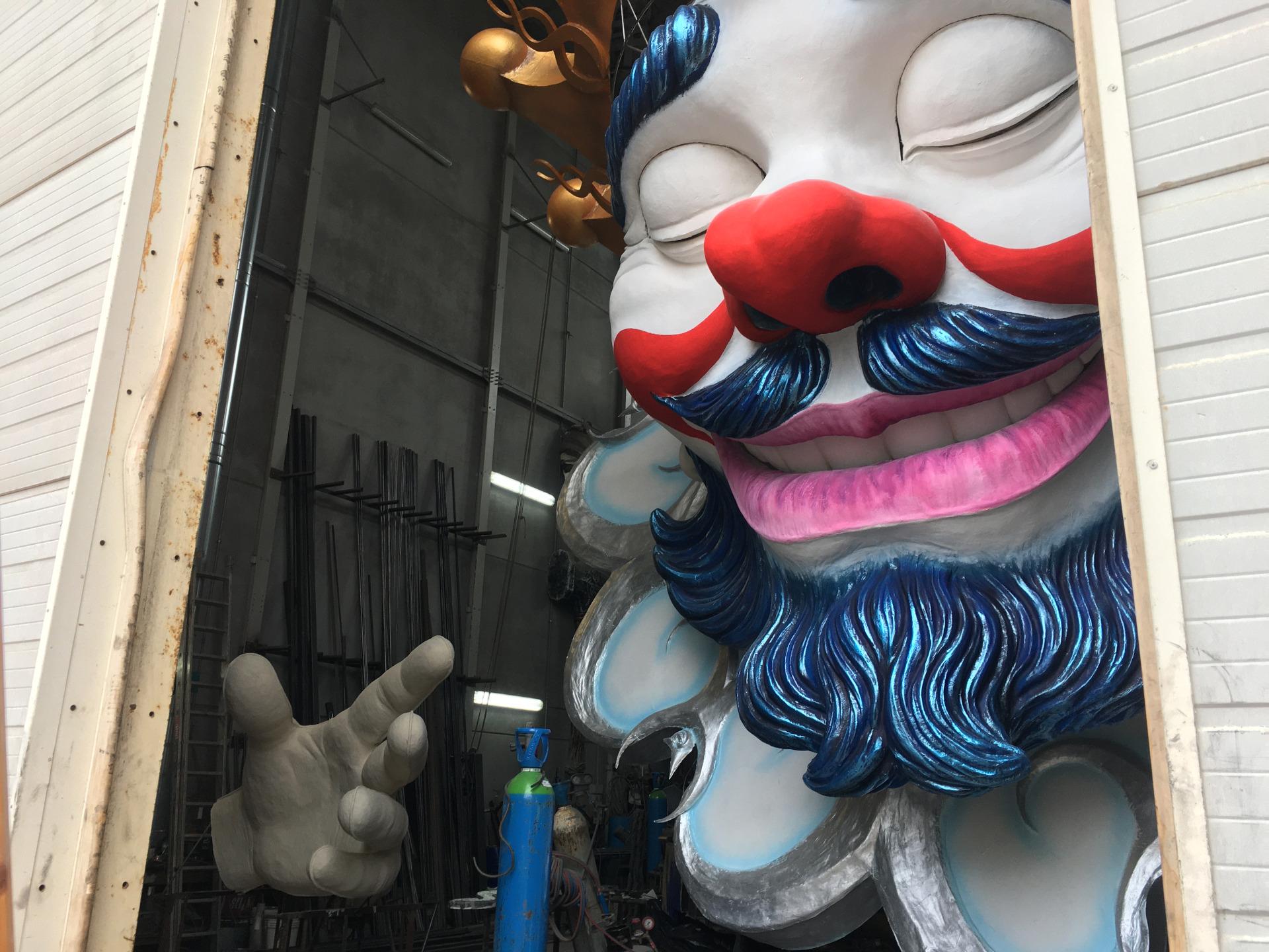 blogging breakfast di carnevale fabrizio galli ci apre il suo hangar e appare il mascherone di abbracciami è carnevale