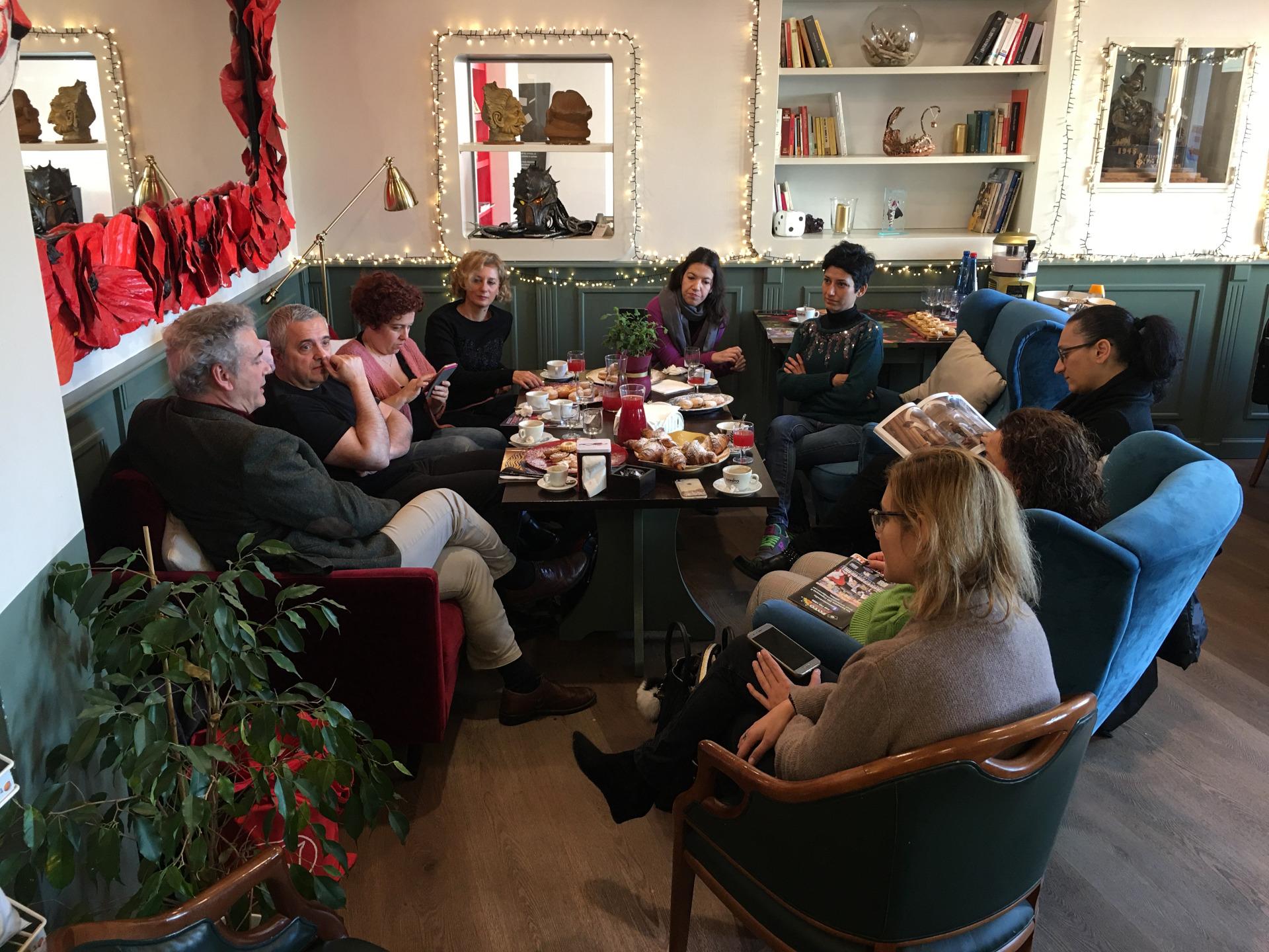 blogging breakfast di carnevale panoramica di un bel gruppo di partecipanti